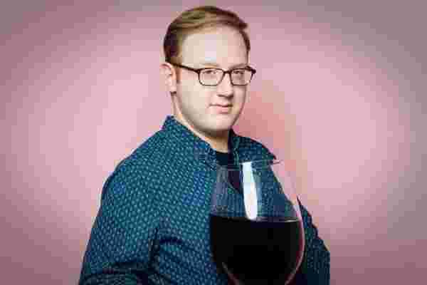 Buzzfeed超级巨星马特·贝拉塞 (Matt Bellassai) 关于醉酒时建立品牌的7件事