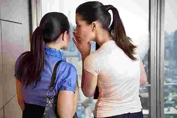 像对待朋友一样对待员工可能是一场危险的游戏。