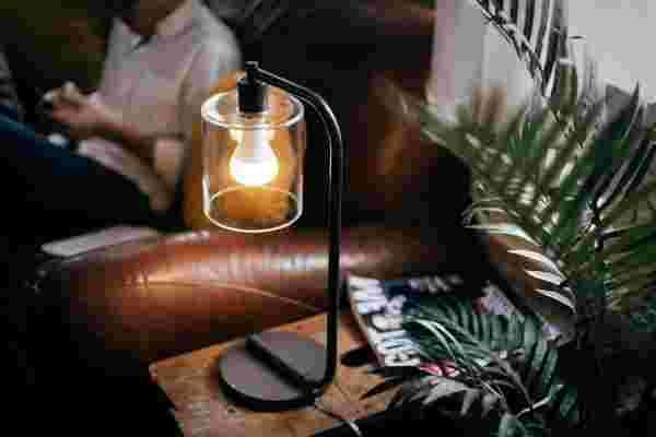 这个灯泡如何让你更容易播放音乐