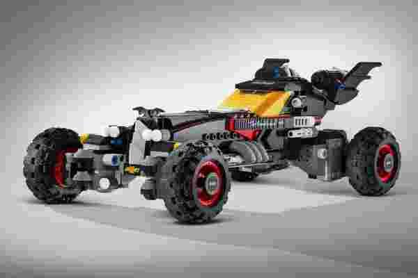圣砖! 雪佛兰制造真人大小的乐高蝙蝠车。